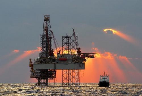 offshore_platform_sunset
